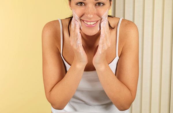 Kauneusrituaali: Hellävarainen kasvojen puhdistus