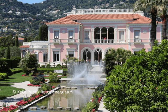 Ruusut Ranskan Rivieralla, Villa Ephrussi, osa 1